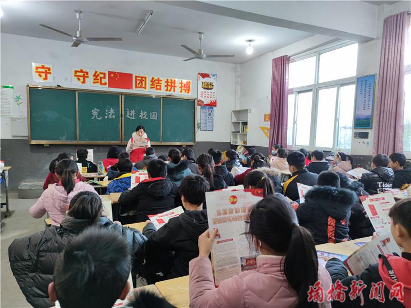 """朱仙庄镇:宪法宣传进校园 播撒法治""""小种子"""".jpg"""