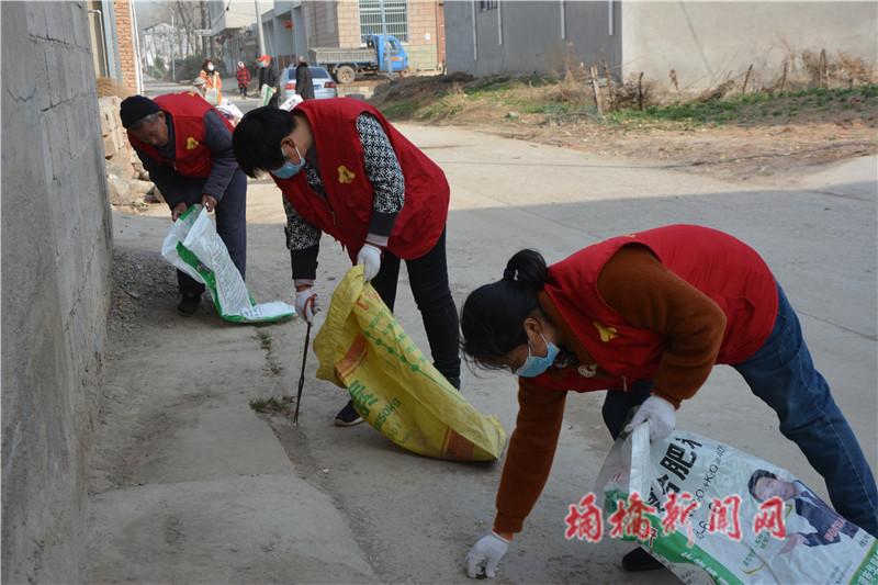 志愿者垃圾清理.jpg